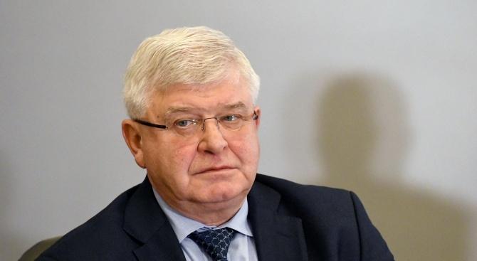 Кирил Ананиев кани шефовете на болниците, от които са сестрите, хвърлили оставки