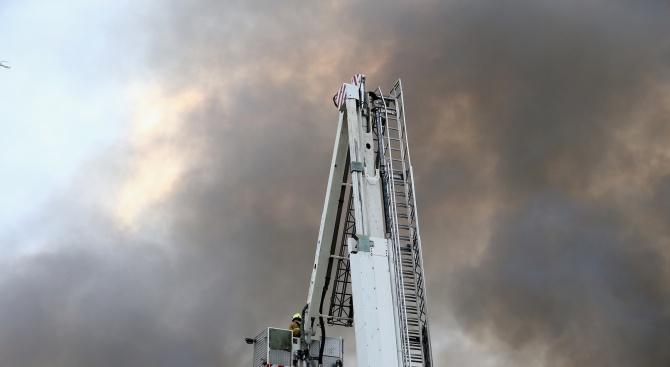 Огромен пожар е избухнал в химически завод в северния френски