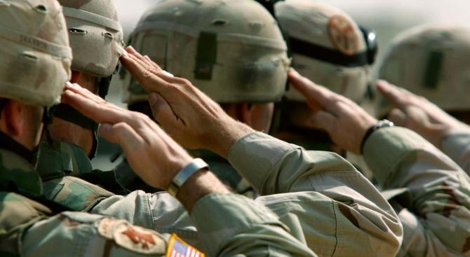 Армията на САЩ се затруднява да прочисти редиците си от радикални националисти