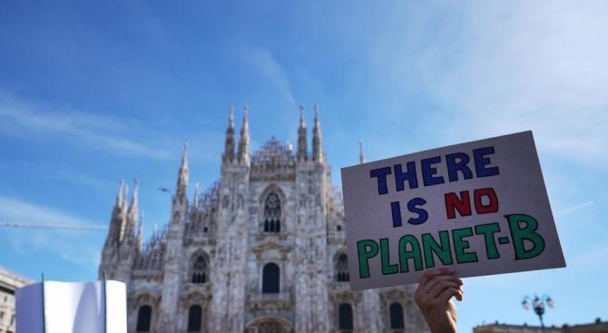 Рекордните 150 000 души се включиха в Милано в протест