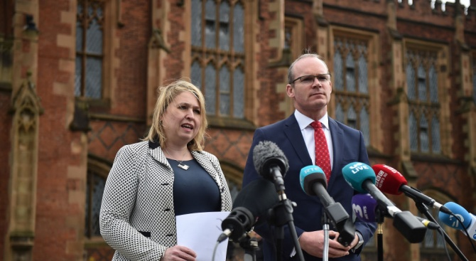 Министърът на външните работи и търговията на Ирландия Саймън Ковини