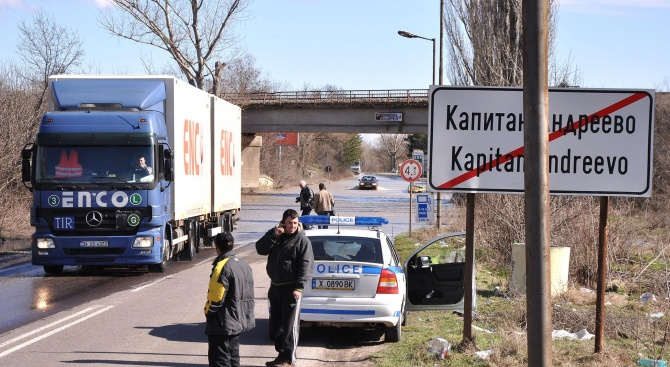 Трафикът по гранични пунктове  с Турция е натоварен