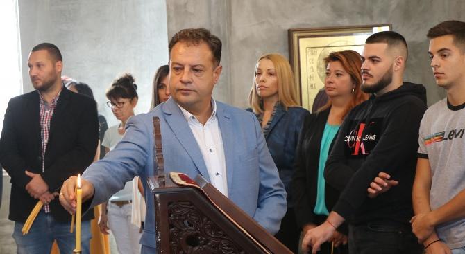 С молитва към Бога кандидатът за кмет на Велико Търново