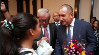 Президентът Радев към сънародници в САЩ: Върнете се и се борете за България