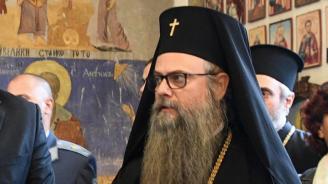 МВР проверява дали митрополит Николай ползва подобни на НСО светлини