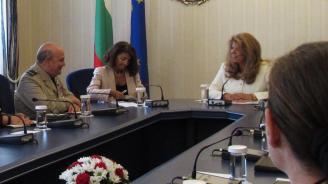Йотова пред председателя на Военния комитет на НАТО: България е стабилизиращ фактор за Западните Балкани