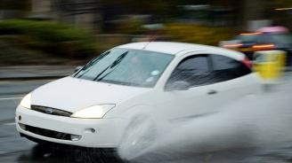 Есенният дъжд увеличава риска от аквапланинг, напомнят експерти