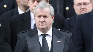 Поискаха оставката на зомбито Борис Джонсън
