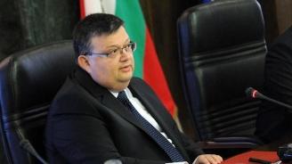 Изслушват Цацаров за източените данни от НАП