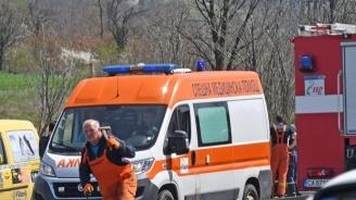 ТИР блъсна паркирана кола, която помете и уби пешеходец
