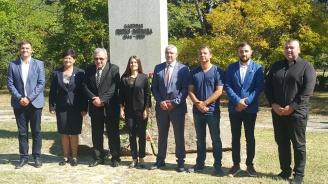 Кандидатът за кмет на Хасково от ГЕРБ Станислав Дечев се поклони пред паметта на тракийските бежанци в Маджарово