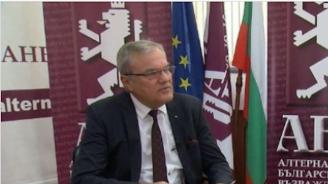 Румен Петков поиска оставката на Каракачанов заради ремонт на бойни самолети