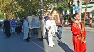 Две чудотворни икони са при миряните в Харманли