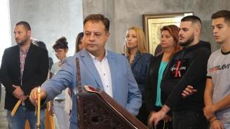 """От новата църква """"Възкресение Христово"""" Даниел Панов и кандидатите за общински съветници от ГЕРБ-Велико Търново поеха към нов успешен мандат"""