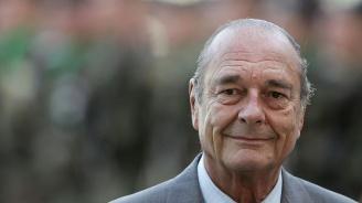 Стотици французи се прощават с Жак Ширак