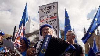 Хиляди британци протестираха срещу строгите мерки на икономии и правителствената политика за Брекзит