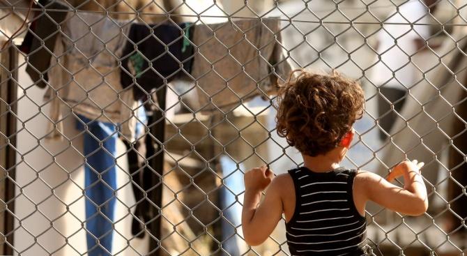 Майка и дете са загинали след пожар в бежански лагер на остров Лесбос
