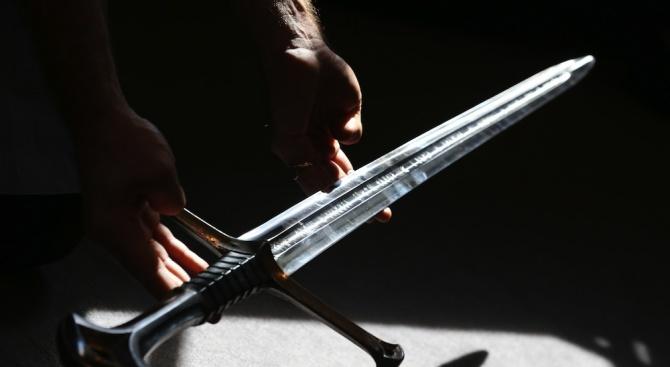 Мъж с меч нападна деца във Финландия. Убит и ранени