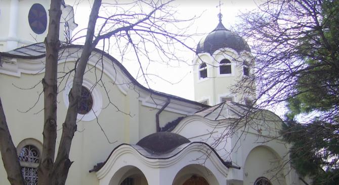 Оскверниха и ограбиха църква в центъра на Враца. Посегателството е