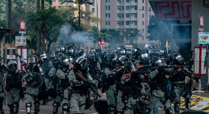 Над 180 души са задържани при безредиците в Хонконг