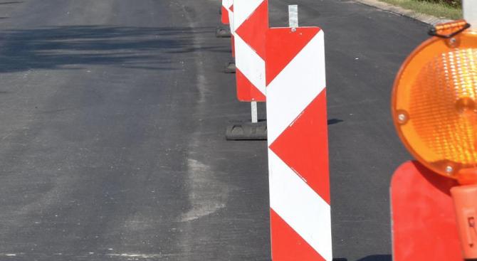 С рехабилитиране на участъци от основни улици и в кварталите
