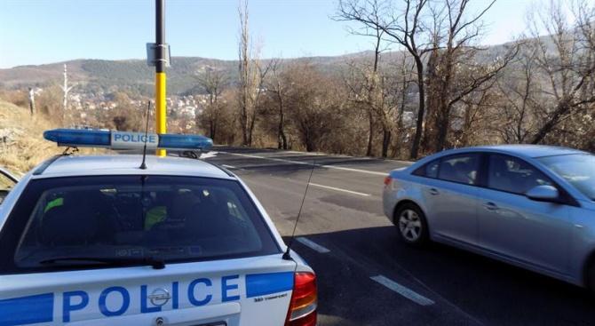 За седмица: Над 500 шофьори спипани с телефон зад волана