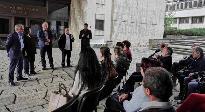 Среща с работещите в библиотеката, галерията и музея проведе кандидатът