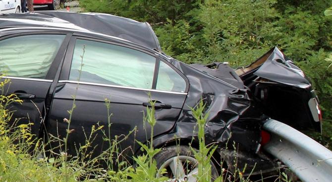 Един човек е загинал, а 17 са пострадали при катастрофи