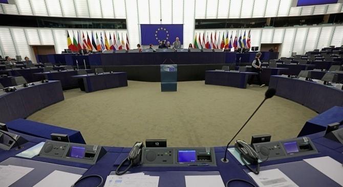 На 2 октомври Мишел Барние представи на евродепутатите от Ръководната