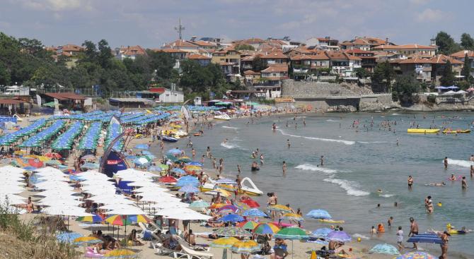 Спад на летния туризъм в Бургаска област с 20% за