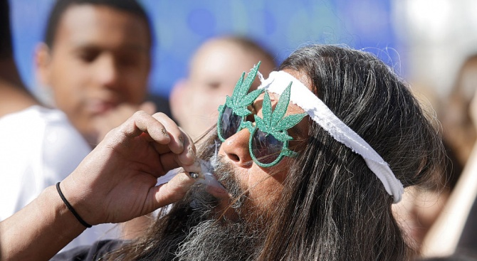 """Марихуаната вече не е """"мека"""" дрога, а води до шизофрения"""