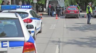 Кола помете 21-годишен във Враца