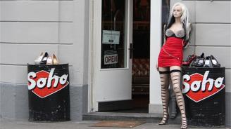 Британец почина в секс шоп, докато гледа порно