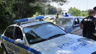 След катастрофа: Мъж изпочупи кола край Правец