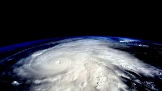 Жителите на Азорските острови се готвят за урагана Лоренцо