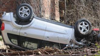 Кола влетя в двора на кметство в кърджалийско село, има ранени