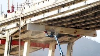 Поставиха първа платформа от новия мост в Генуа