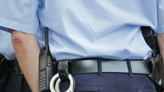 Ямболски полицаи разговарят с ученици от началните класове за тяхната безопасност