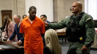 R.Kelly се оплака, че не можел да се среща с повече от една жена в затвора