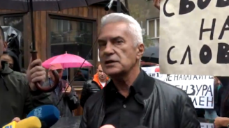 "Волен Сидеров и ""Атака"" протестираха пред БНТ"