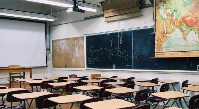 В две сливенски училища с преобладаващи ромски ученици днес е