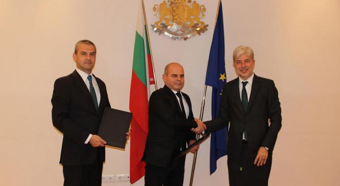 Нено Димов подписа първия договор за екологичен транспорт по ОПОС с Община Русе