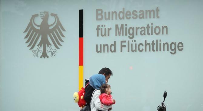 По-малко хора са кандидатствали за убежище в Германия през първите