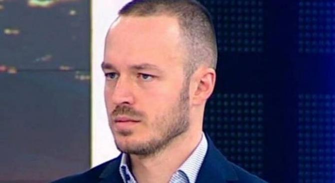 """Доц. Стойчо Стойчев: """"Продуктът"""" на Слави е безидеен и банален, израз на комплексарщина"""