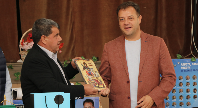 Кандидатът за общински съветник във Велико Търново от ГЕРБ Георги Марков с дарение за село Велчево
