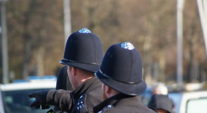 Тринадесет мъже бяха арестувани днес във Великобритания, в рамките на