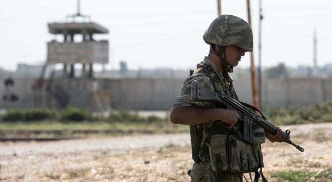 Турската армия нахлу в Северна Сирия