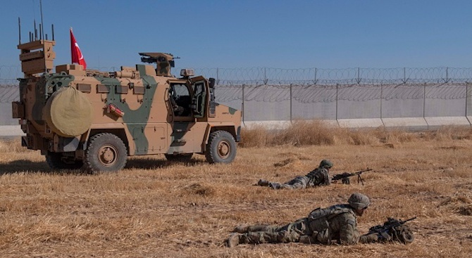 Турската армия продължава да напредва на изток от река Ефрат