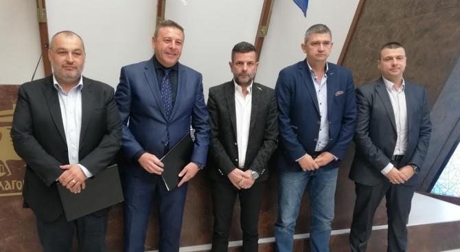 """Кандидатът за кмет на Благоевград Атанас Камбитов и ЗС """"Ал. Стамболийски"""" подписаха декларация за сътрудничество"""