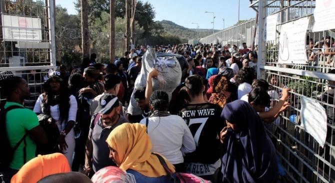 ЕК постави срок от един месец на Унгария да започне да дава храна на мигрантите по границата със Сърбия